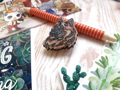 Деревянная брошка Овчарка